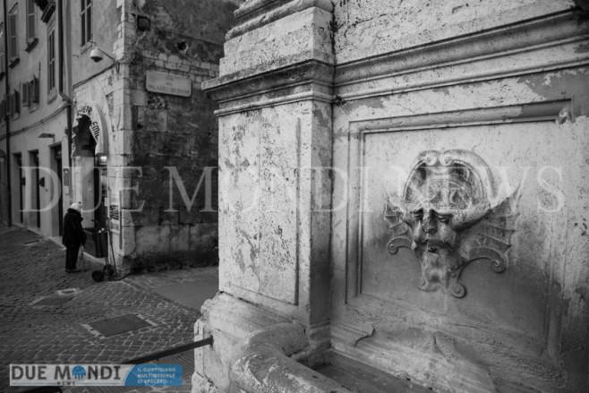 Fontana_Piazza_del_Mercato-3