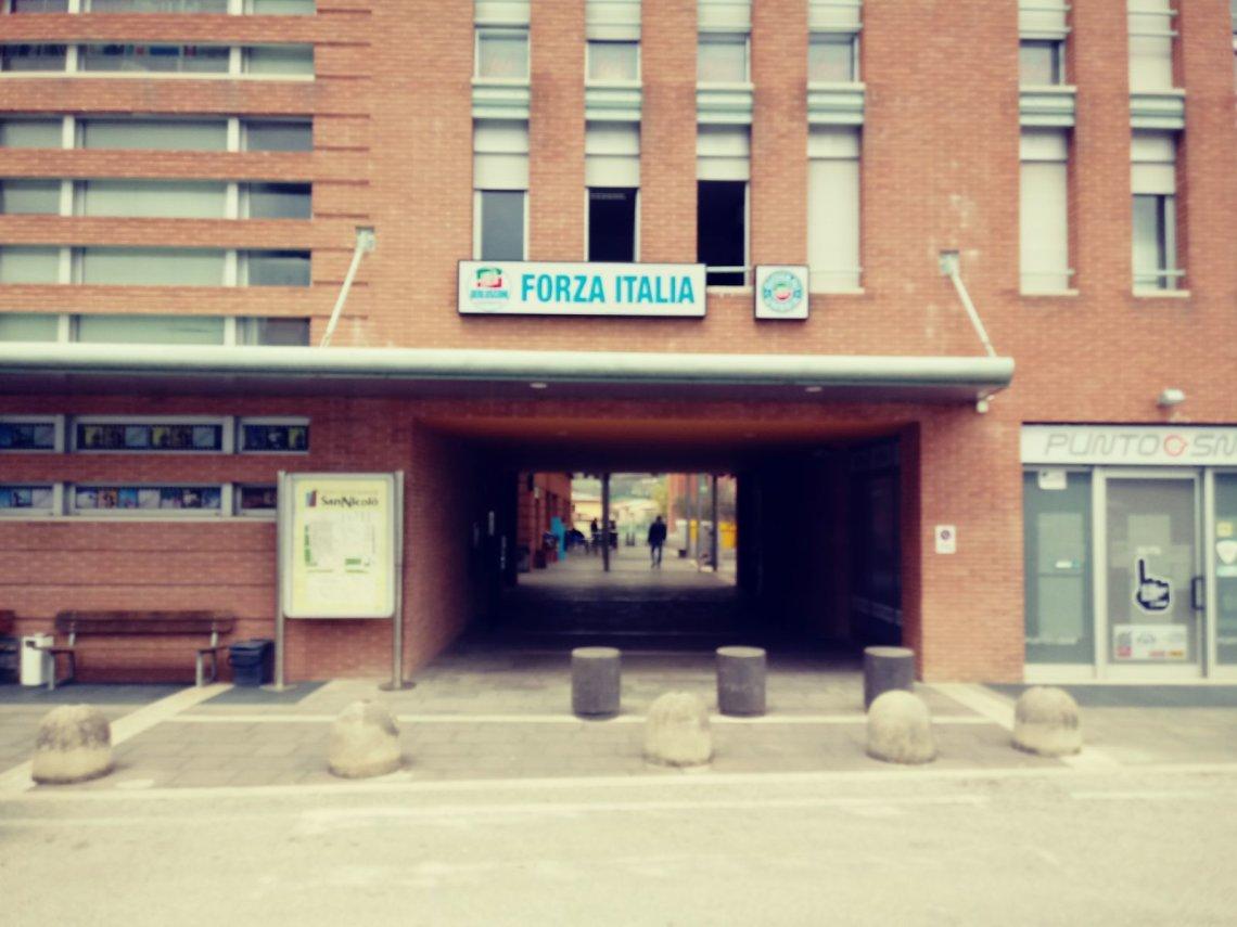 Spoleto forza italia inaugura la nuova sede con polidori for Parlamentari forza italia