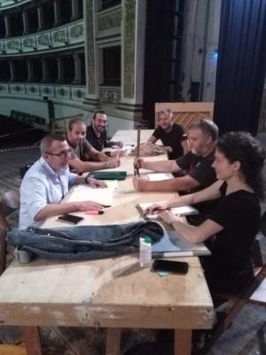 Riunione tecnica per La Traviata (da sin. Andrea Stanisci, Alessio Terracciano, Paolo Pannaccio, Fabio Pibiri, Paolo Zappelli, Lisa Nava)