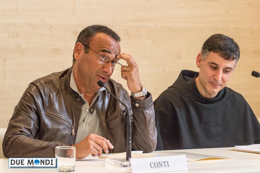 Carlo Conti e Padre Enzo Fortunato, direttore della sala Stampa del Sacro Convento di Assisi